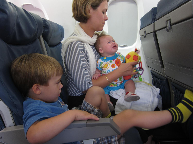 Ako zabaviť bábätko v lietadle?