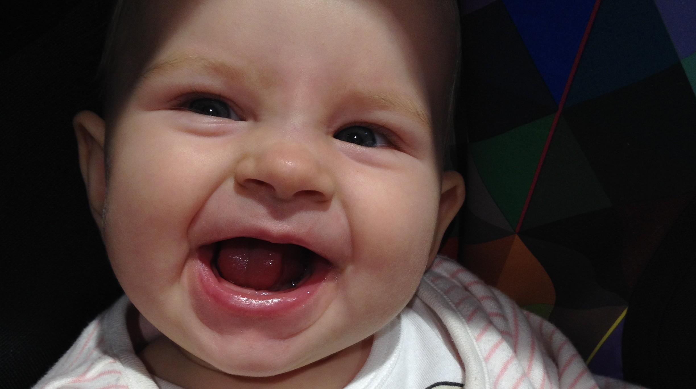 Prerezávajúce sa zúbky 6-mesačného dieťaťa
