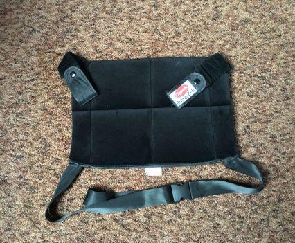 Upevňujúci popruh do auta pre tehotné Clippasafe Bump Belt pozostáva zo sedacej časti a popruhom, ktorým umiestníte pás okolo sedadla a upevníte ku spodnému popruhu pásu auta.