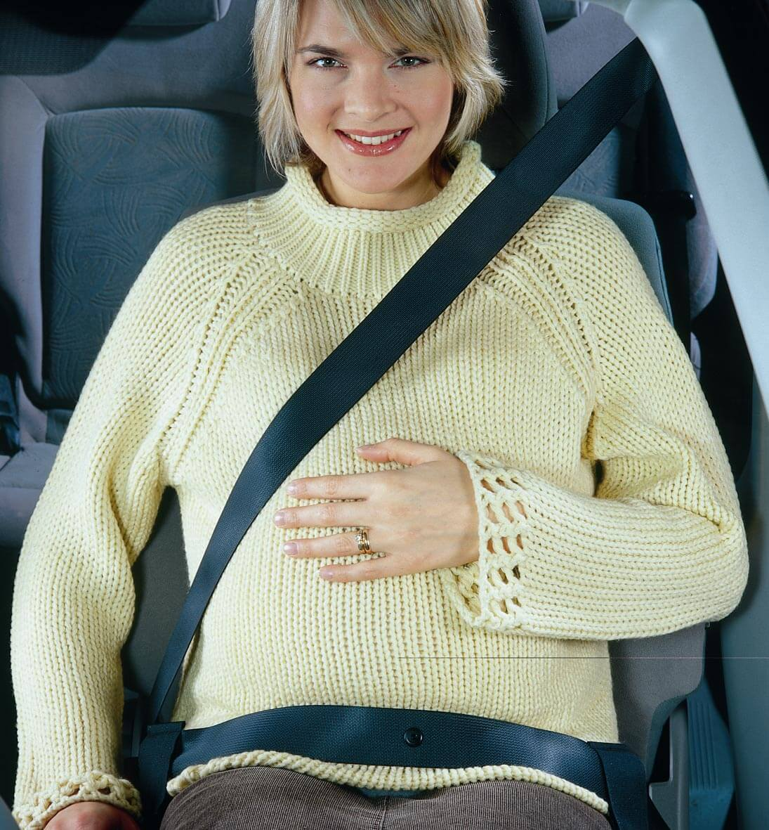 Ak cestujete s tehotenským bruškom v aute, mali by ste myslieť na bezpečnosť. Zdroj: Clippasafe