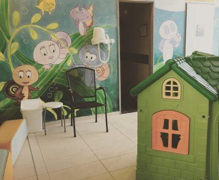 Jedna z relaxačných zón pre malé deti v kúpeľoch Sárvár vrátane kuchynky, tepidária a drobných hračiek.