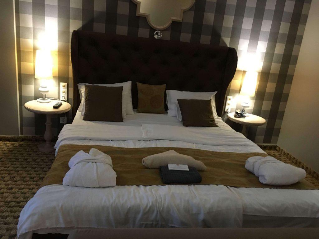 Komfortná posteľ Hästens v hotel Oxigén Noszvaj, toto bol fakt luxus.