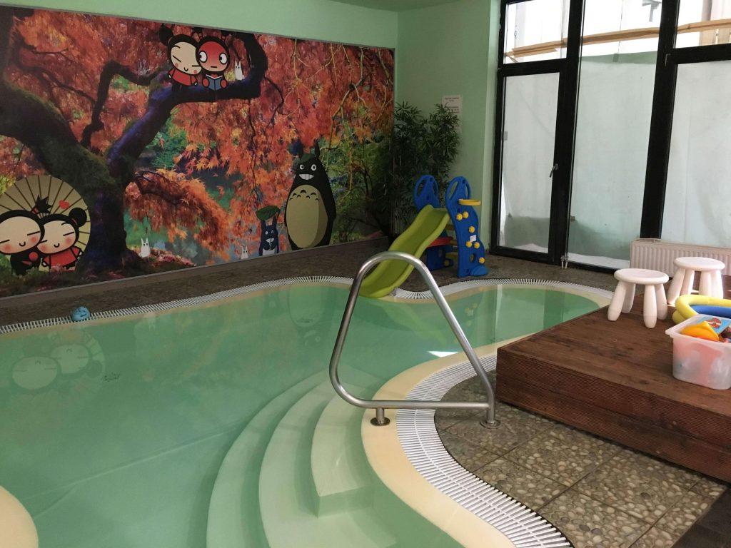 Detský bazén so šmýkačkou v hoteli Oxigén Noszvaj
